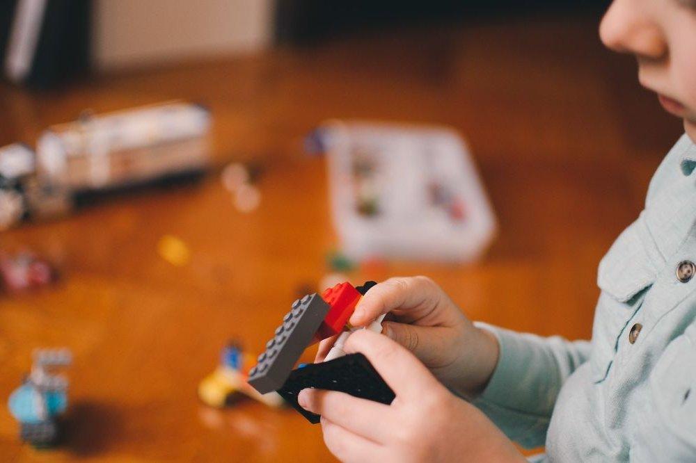 6 tips om je kinderen meer van het scherm weg te houde